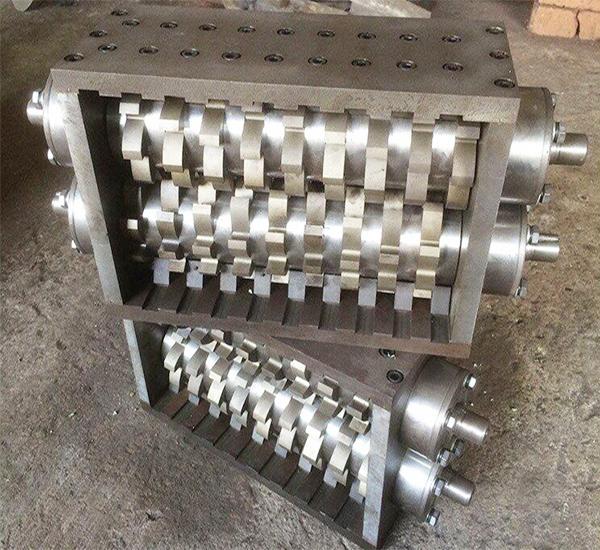 株洲某管材制造厂购买撕碎机机箱